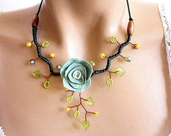 Green water cold porcelain Flower necklace