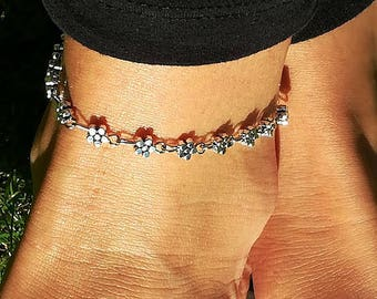 Daisy Anklet, Silver Plated Anklet, Flower Anklet, women Anklet, beach anklet, ankle foot bracelet, heart charm foot jewelry, Yoga Anklet