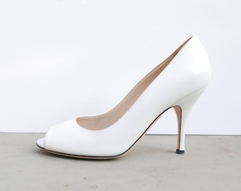Vintage Dolce and Gabbana leather peep toe heels Color: White pumps