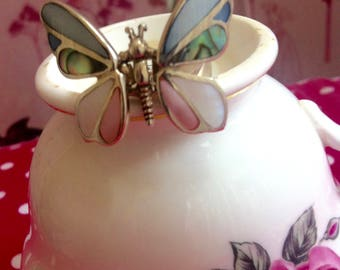 1970's  butterfly ring with moveable wings, Abelone ( Mother of Pearl) shell articulated wings, a really pretty, adorable real silver ring.