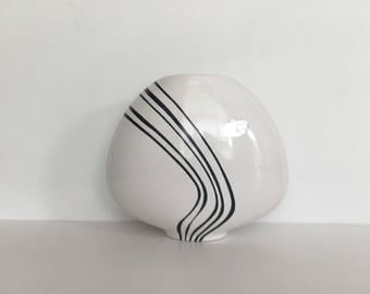 Flora holland vase curved lines black and white mid centuary