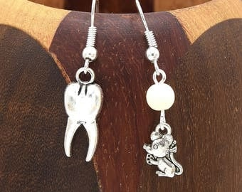 Small earrings mouse and his tooth, clip earrings passage of little mouse