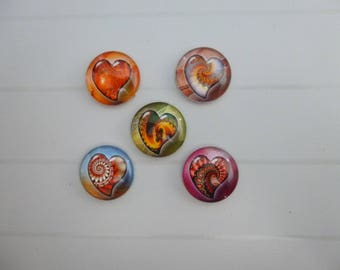 5 round illustrated hearts 18mm glass cabochons