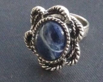 Cabochon 13 x 18 mm sodalite on Silver Flower ring