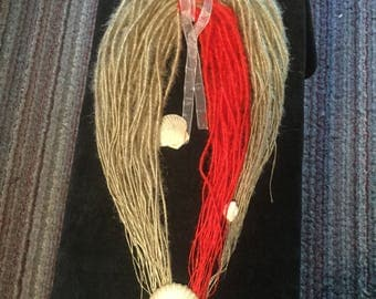 Two tone synthetic hair dreads.