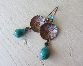 Ethnic earrings with a drop of turquoise ceramic and copper oxidized and hammered disc, chandelier earrings