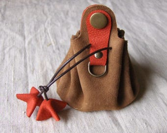 Coin purse is leather camel-red handmade