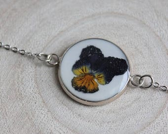 Fine bracelet, pendant 2 cm resin and dried pansy flower round connector