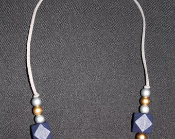 Necklace in dark blue & purple