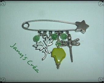 Brooch in silver / green cat's eye beads / charms