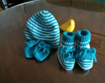 Set cap mittens and booties