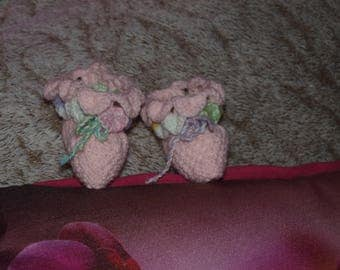 A PAIR OF SLIPPER SIZE 0/3 MONTHS PINK POINT CROCODILE