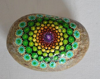 Decorated Pebble d ' a mandala painted entirely by hand