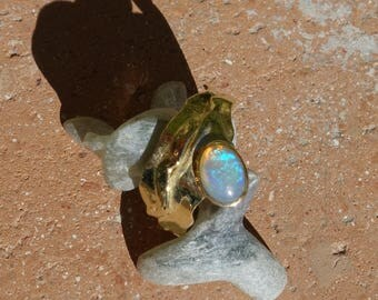 Ring gold 18 k with an Opal.