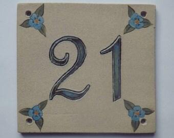 Door number '21' ceramic (stoneware), linen flowers blue on beige background