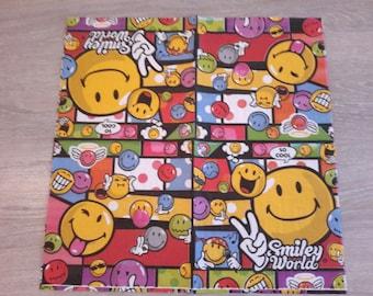 Set of 2 paper napkins depicting smileys