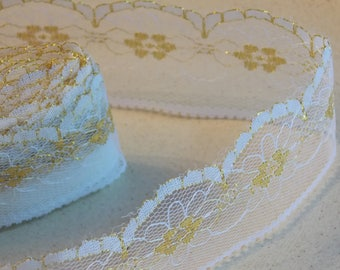 1 meter pretty lace with flowers beige and Gold Ribbon