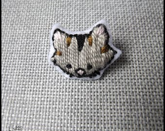 Grey cat brooch with stripes