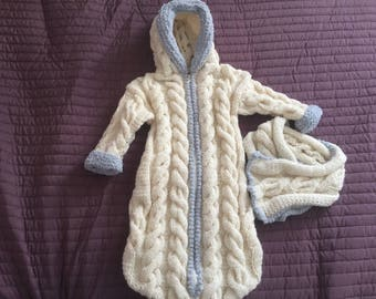 Angel white and grey nests with hood + small scarf