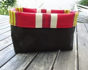 empty basket Pocket black and Red