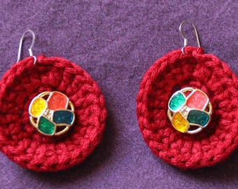 Earrings with red fringes and multicolor button Center