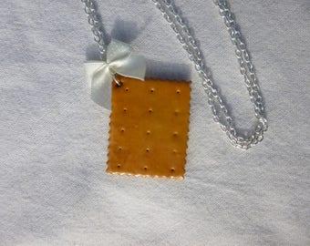 Pretty little necklace butter