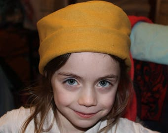 Medieval hat in mustard yellow wool