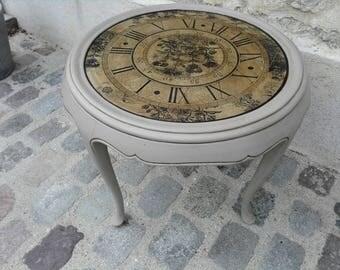 Pretty table clock low way