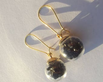 Earrings sleepers gilded glass globe with small black crystals.