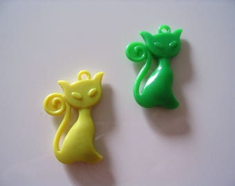 Set of 2 green and yellow cat pendants
