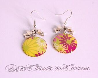 Psychedelic flowers earrings, bow