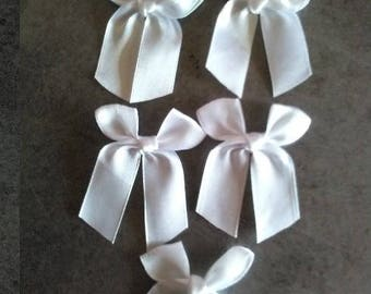 5 white white satin bows