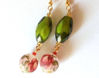 Handmade earrings with glass beads and pearls decorated with roses/earrings