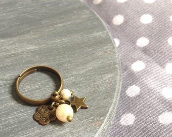 Beige charm ring and bronze metal