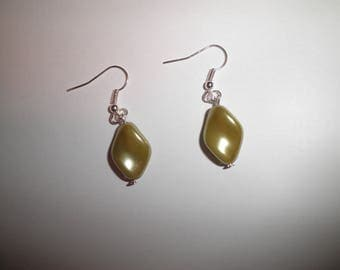 00093 - Green earrings olive twisted