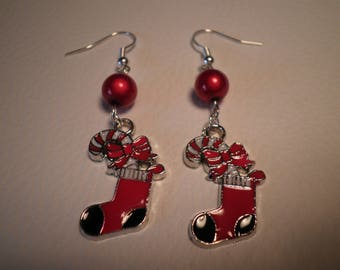 01639 - Red magic Pearl and Christmas sock earrings
