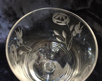 1950's - 11 wine glass engraved with flowers (red wine - medium)