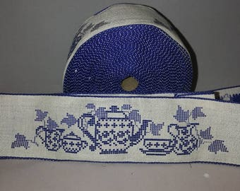 Blue white lace motif teapot, 7.5 cm wide, from 80% cotton and 20% linen