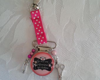 Clip for badge nurse tearing - Fuschia and Red