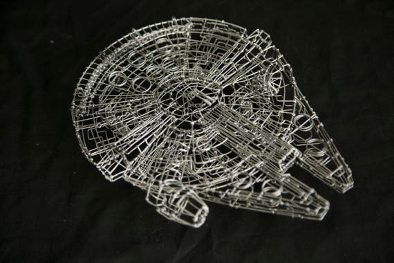 Star wars millennium falcon millennium falcon wire sculpture for Interieur faucon millenium
