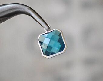 Faceted DEEP SKY BLUE bezel set Charms pendants - 16x13x5mm (2112)