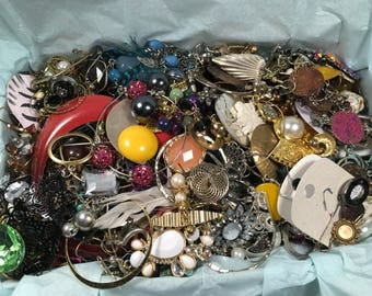 E31, jewelry lot of mixed earrings, wear, repair, reuse, crafting lot, vintage to now