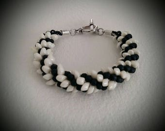 Ivory and black magatama Beads Bracelet Matt