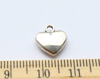 6 Lovely Heart Charms Antique Silver Tone - EF00210