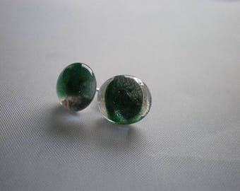 Earrings in green and clear glass glitter