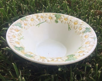 Sculptured Daisy RIM CEREAL BOWL by Metlox - Poppytrail - Vernon