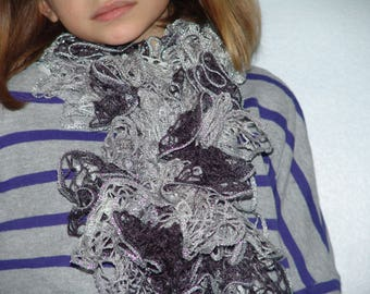 Scarf froufrou in shades of grey accented with silver highlights