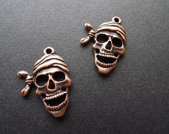 Pirate skulls charms in copper metal (x 2)