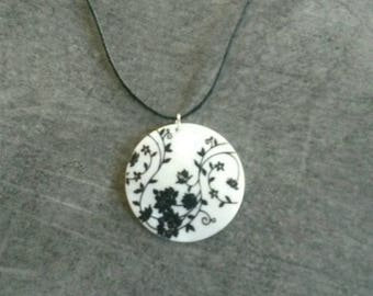 Pearly white and black pendant necklace