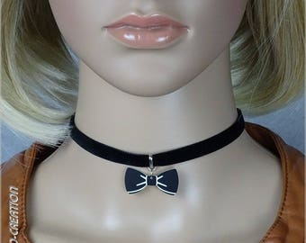 Choker - crew neck black velvet with bow tie